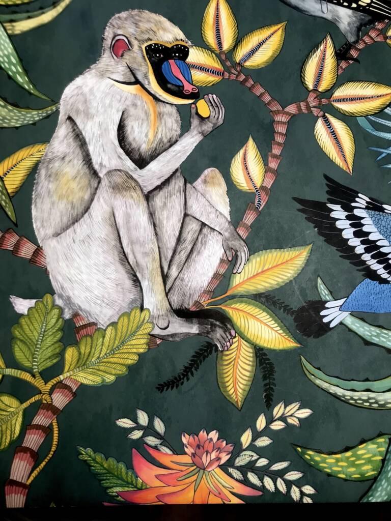 Restaurant Bienvenue à Nantes - singe et motifs exotiques dans les toilettes