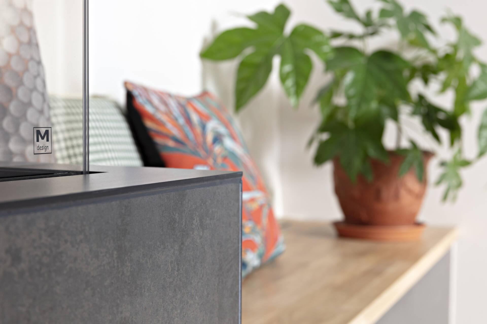 Détail sur le matériaux de la cheminée et la banquette, par Amélie Beaumont, Décoratrice UFDI à Nantes et Pays de Loire 44